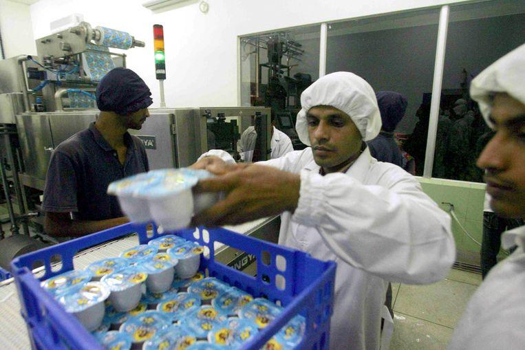 De Danone yoghurtfabriek in Bangladesh, opgezet om de armsten te voeden en werkgelegenheid te creëren. Beeld Danone