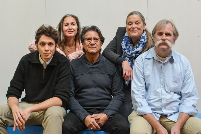 De kandidaten van BBL voor de verkiezingen. Lijsttrekker Patrick van der Voort zit vooraan in het midden.