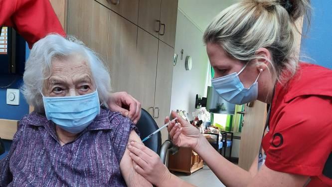 Joanna (101) krijgt eerste coronaprik in rusthuis Ten Oudenvoorde