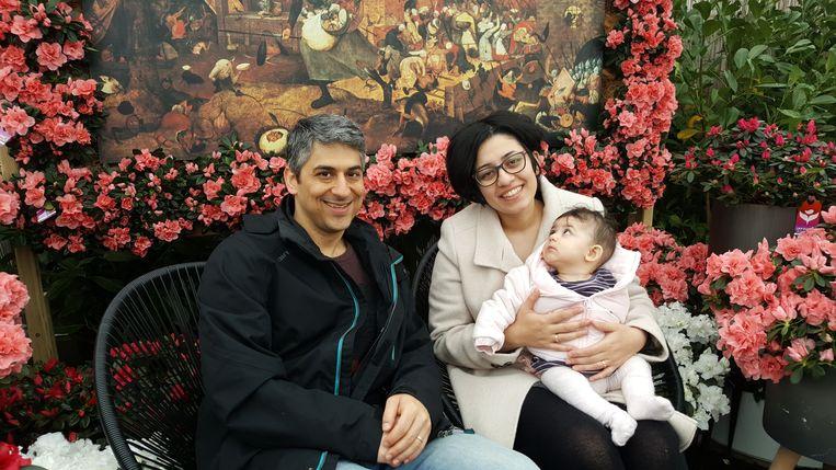 Het gezin van Leila, met man Ali en dochtertje Sara.