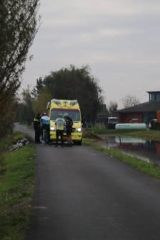 Wielrenner gewond na lelijke val in Reeuwijk