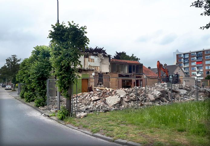 Zaal Burgerhout gesloopt op hoek Burgerhoutsestraat en Strausslaan. Foto Alfred de Bruin