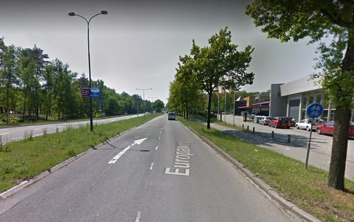 Nu wordt de Europaweg bij het verlaten van Apeldoorn snel éénbaans. Straks heeft de weg in beide rijrichtingen twee rijstroken tussen ringweg en A1.
