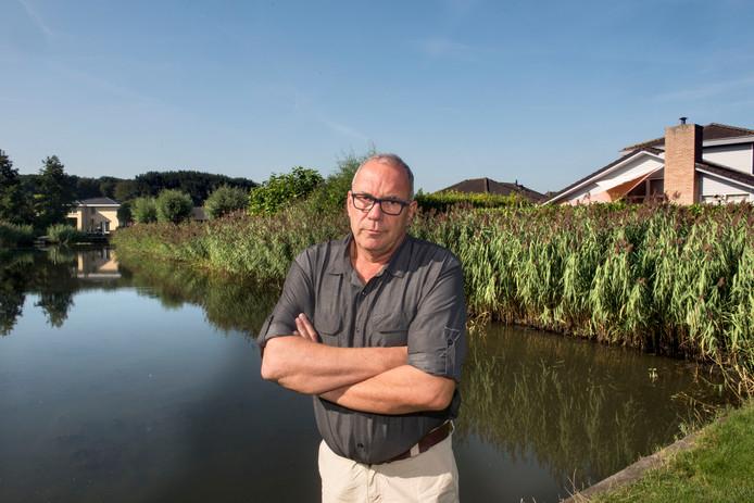 Voorzitter van de VVE Buitenplaats Horsterwold Rico Wanschers in het bungalowpark.