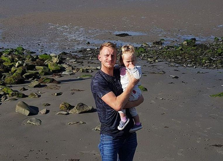 Kenny Gregg met zijn dochtertje.