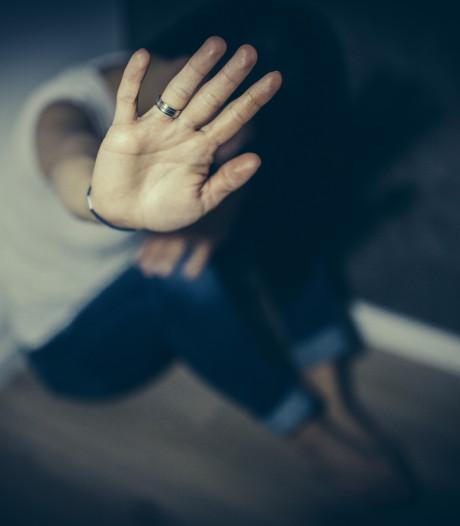 21 jaar cel voor man uit Steenbergen die zijn vriendin verkrachtte, vernederde en neerstak