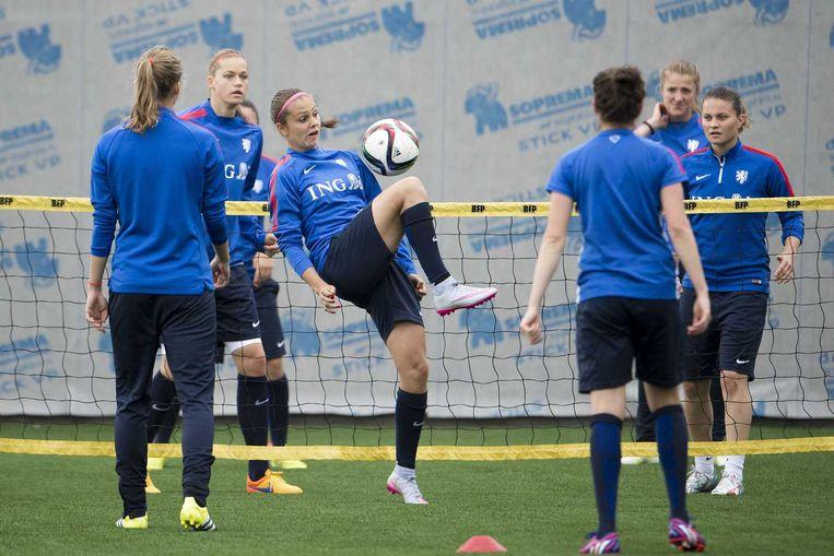 De Nederlandse voetbalsters gisteren tijdens een training in Montreal. Beeld anp