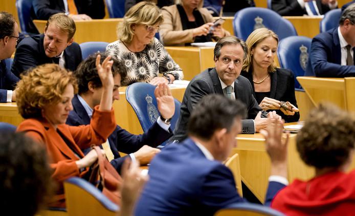 Leden van de Tweede Kamer brengen hun stem uit over de zorgpremie.