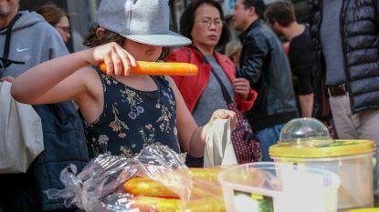 Klanten laten alle overbodige plastic achter in supermarkt tijdens eerste 'Plastic Attack'