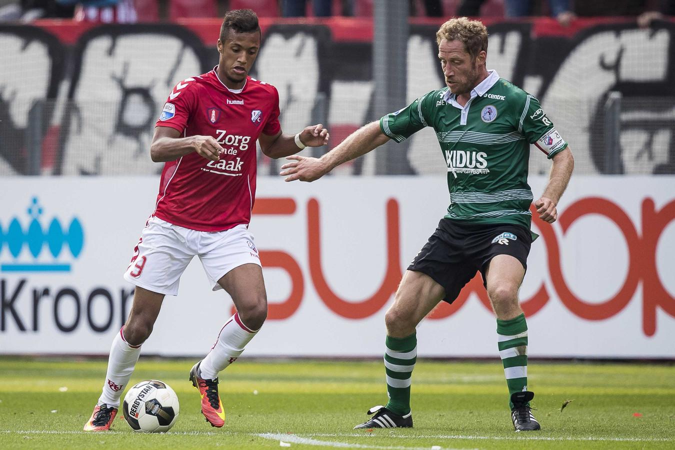 Richairo Zivković in actie voor FC Utrecht tegen Sparta.