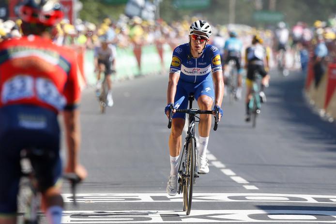 Niki Terpstra komt over de finish tijdens de zesde etappe van de 105ste editie van de Ronde van Frankrijk tussen Brest en Mûr-de-Bretagne.