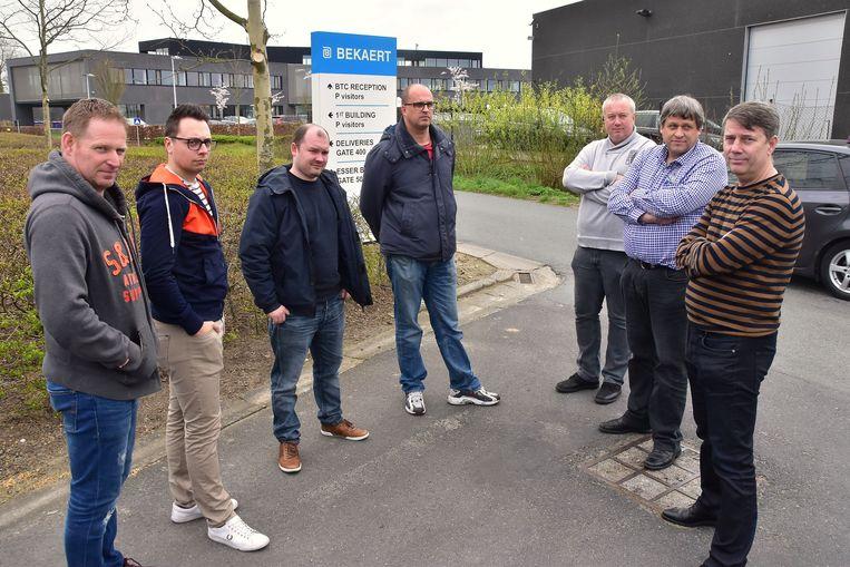Enkele van de werknemers van Dramix in Moen, zij verliezen hun job.