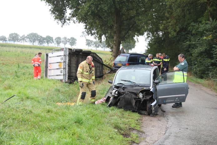 De 45 kilometerauto is total los geraakt bij het ongeluk in Lengel.