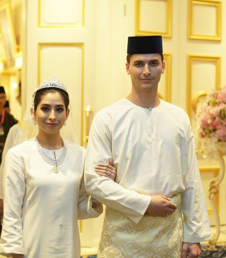 Dennis en zijn Maleisische prinses lunchen bij premier Singapore