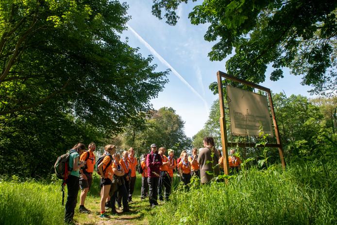 Scouts uit heel Nederland bezoeken de Ommerschans ter voorbereiding van de Wereld Jamboree in Amerika.