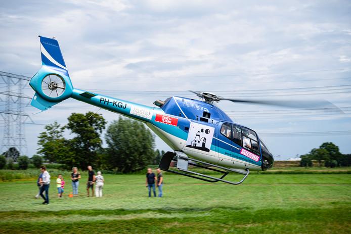 Met deze heli vlogen zaterdag honderden mensen over de Tilburgse kermis.