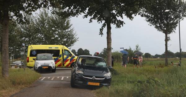 Motorrijder naar ziekenhuis na aanrijding met auto op Heymanslaan in Groningen.