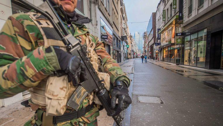 Straten blijven leeg in Brussel vanwege verhoogde terreurdreiging in de Belgische hoofdstad. Beeld epa