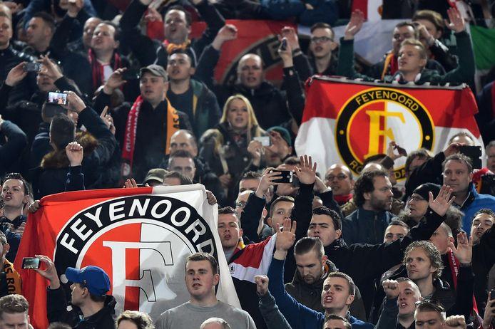 Feyenoord-fans op de tribune in Rome.