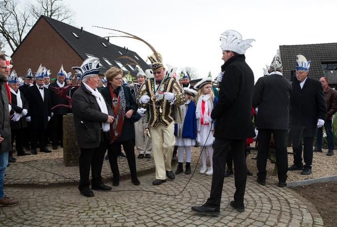 Het huldigen van commandeur Gerry Buiting door prins Wilfried de 1e van de Nöttekrakers ging zondag wel door.