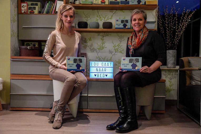 Anja Copejans en Nathalie Seger met hun nieuw boekje.