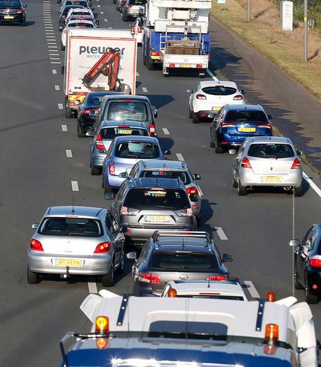 File op A2 richting Eindhoven na ongeluk bij Maarheeze