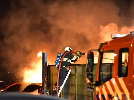 Auto's gaan in vlammen op door brand bij autobedrijf Maarssen