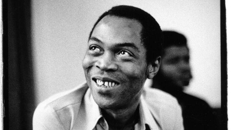 Fela Kuti (1938-1997), de Nigeriaanse muzikant die de grondlegger werd van de Afrobeat, een mix van jazz, soul en traditionele Afrikaanse muziek Beeld David Corio / Getty