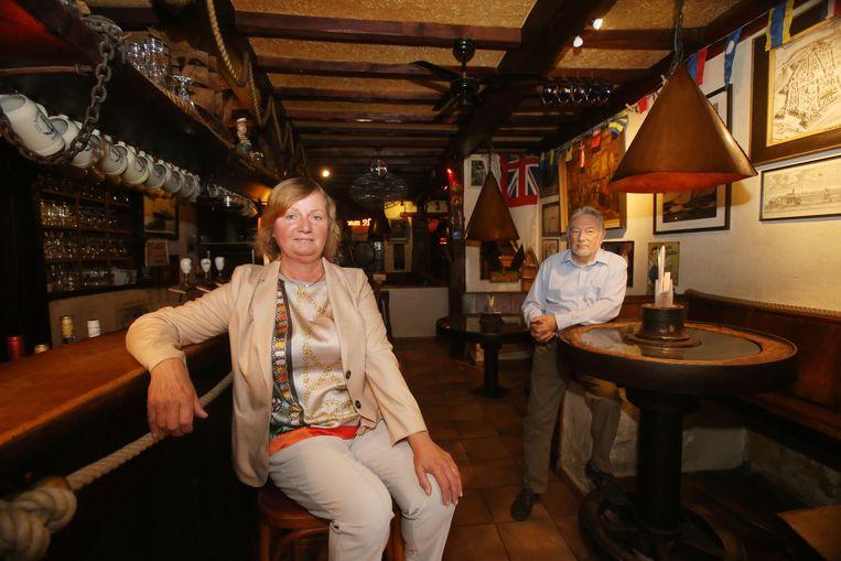 Nicole Lefevere in haar café de Zeegeuzen.