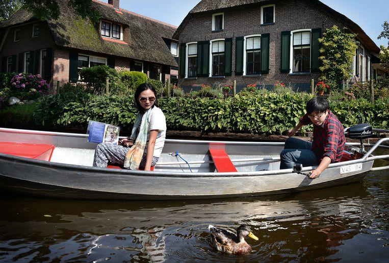 Omgevingsregisseur Giethoorn: 'We willen voorkomen dat ons dorp ons dorp straks niet meer is.' Beeld Marcel van den Bergh
