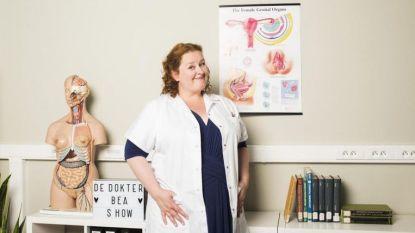 """Dokter Bea van Ketnet toont blote lijven: """"Zo ziet een penis en vagina er uit"""""""