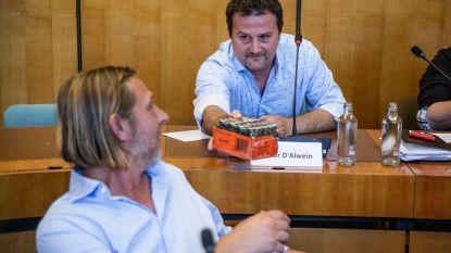 Nieuw raadslid Dieter D'Alwein deelt... Jägermeister uit