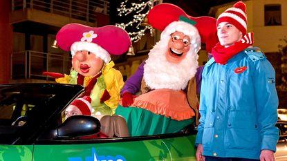 Sfeervolle kerstparade met alle Plopsafiguren