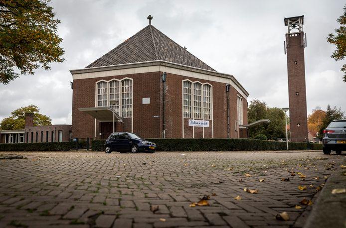 De Maranathakerk aan de Venstraat in Eindhoven, met rechts de vrijstaande klokketoren.