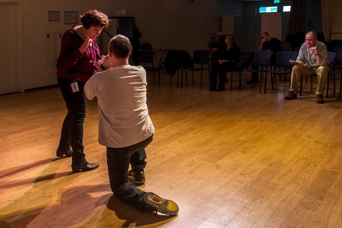 Op de 40ste verjaardag van het Utrechtse Stut Theater treedt zondag een groep op met medewerkers en tbs'ers van de kliniek.