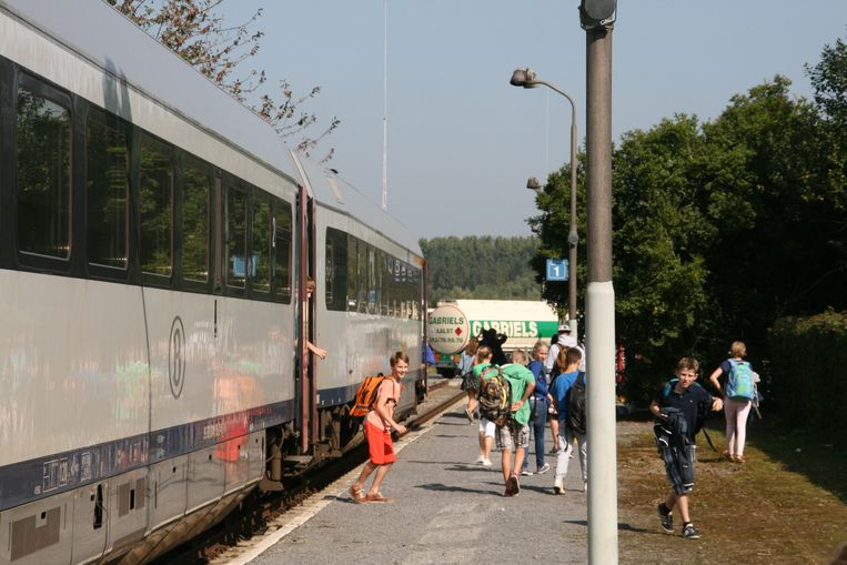 Scholieren zijn de voornaamste gebruikers van het treinaanbod tussen Aalst en Burst.