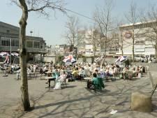 Morgen mag je het terras weer op en zo zag het terras van muziekcentrum Vredenburg er in 1987 uit