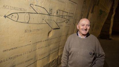 """Ex-bakker André Smets (73) tekent oorlogstaferelen in eigen privégrot: """"140 meter lange gang staat vol"""""""