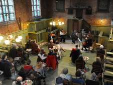 Mensen staan te trappelen om kerkconcerten in Ritthem bij te wonen