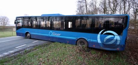 Oeps! Chauffeur wil bus keren bij Bant, maar dat mislukt...