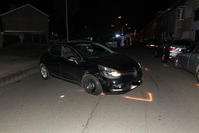 De Renault raakte zwaar beschadigd.