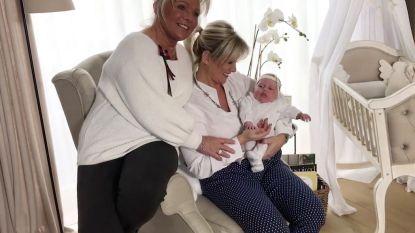 Trotse Lindsay toont dochtertje Lisa-Marie aan de wereld