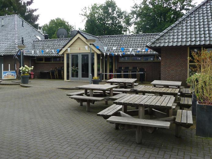 De centrale gebouwen van recreatiepark Dennenoord waren in beeld voor een voorziening voor autistische jongeren.