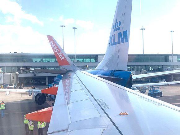 De linkervleugel van het Easyjet-toestel raakte de achterkant van het KLM-vliegtuig.