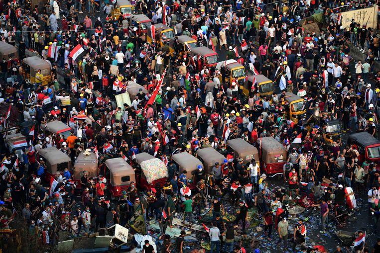Demonstranten op het Tahrirplein in het centrum van Bagdad. Beeld EPA