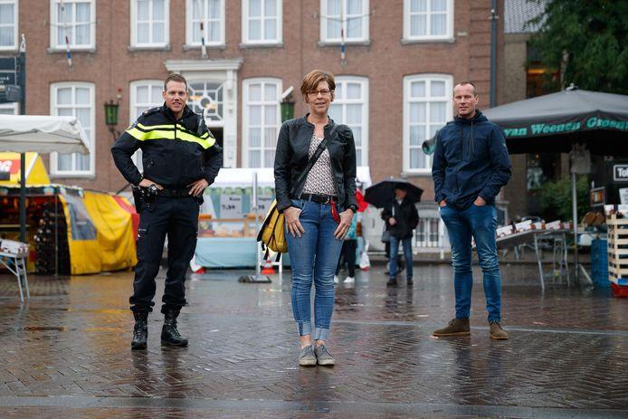 Hanny de Jong werkt voor de GGZ en helpt politie met afvangen van meldingen van mensen met verward gedrag. Donderdagavond is ze op tv bij 'Tygo in de psychiatrie'. Links van haar agent Gijs Stolwijk en rechts Jaap Malcontent.