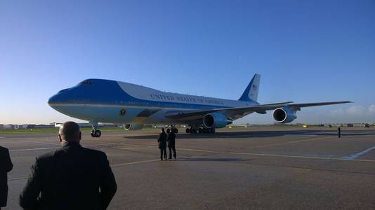 Minister Timmermans maakte deze foto van het presidentiële toestel.