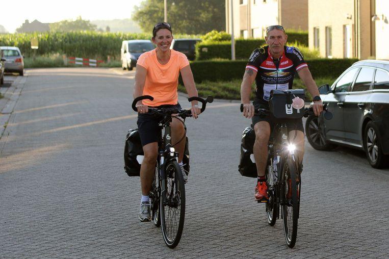 Kris Govers en zijn vriendin Katrijn Berghmans uit Merksplas zijn vertrokken voor hun tocht van net geen 2.600 kilometer naar Santiago De Compostela.