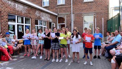 Leerlingen namen afscheid met liedjes en schetches