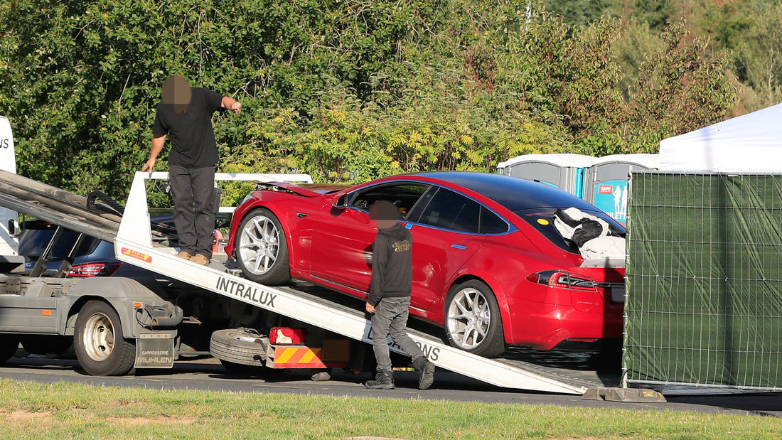 Tesla Model S P 100 D+.